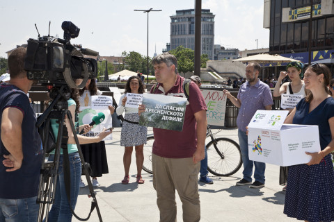 Environmentalists in Sofia, Bulgaria demonstrate to #SaveKresna in front of the Bulgarian EU Presidency