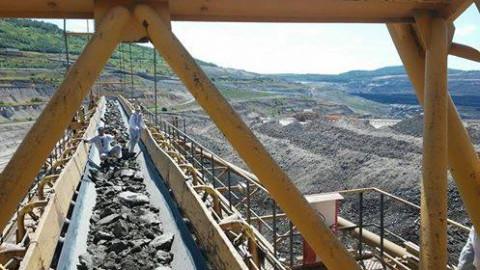 Activists interrupt coal conveyor belt