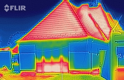 Insulation panels in the heat on new market building Wekerle
