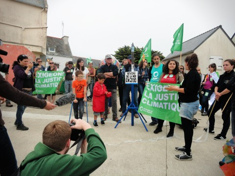 Dipti from FoEI talks climate justice on the Ile de Sein (c) YFoEE